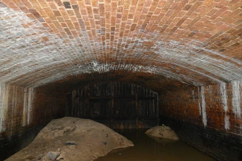 Śluza Cybińska powstała w 1845 roku jako element hydrotechniczny Twierdzy Poznań. Składa się z dwóch przepustów. Jednym z nich płynie Cybina, która wypływa
