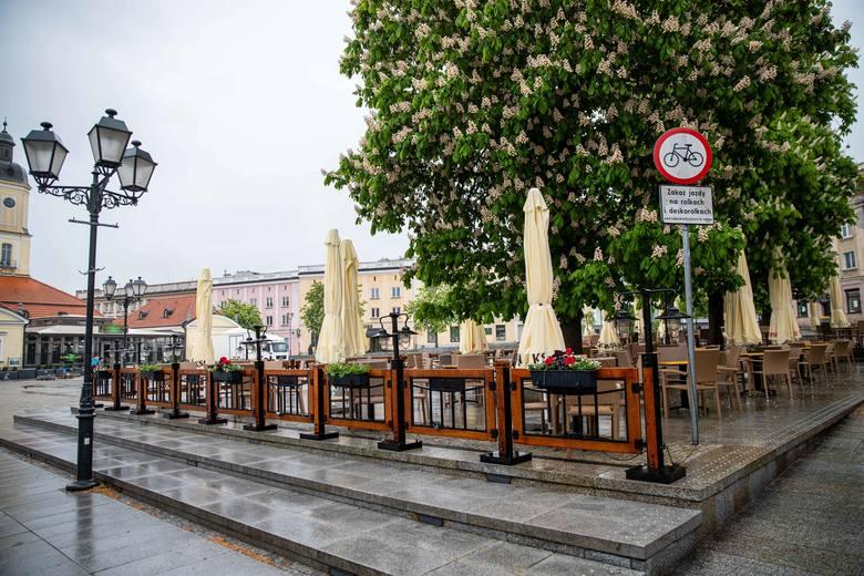 Już są ogródki na Rynku Kościuszki i pierwsi goście w białostockich restauracjach!