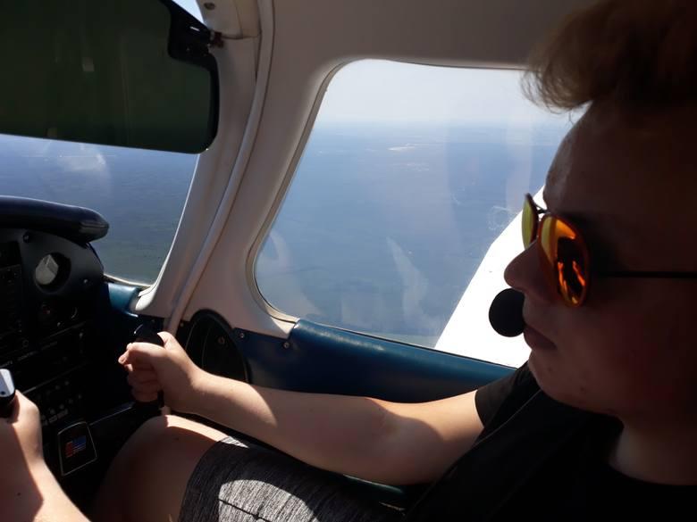 Filip Stasiak z Kluczborka prowadzi warsztaty z przełamywania lęku przed lataniem samolotem.