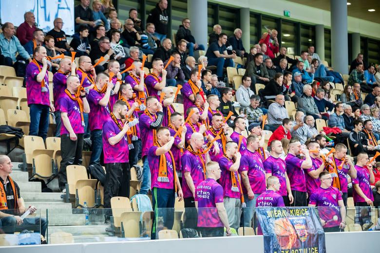 W meczu 11. kolejki Energa Basket Ligi Kobiet Artego Bydgoszcz przegrało z Arka Gdynia 64:71. Przez dwie i pół kwarty bydgoszczanki prowadziły zacięty