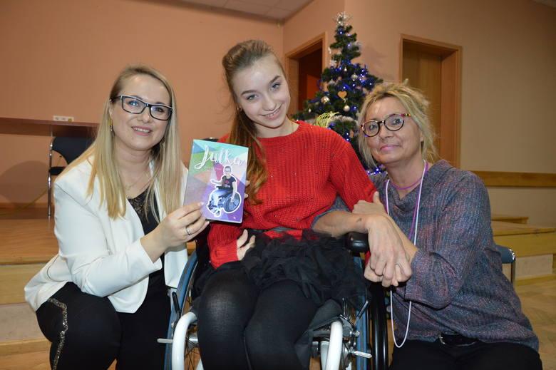 Dla Julii Patyk, jej  mamy Edyty Myślińskiej i Anety Wojciechowskiej, autorki książki, promocja była pełna wzruszeń.