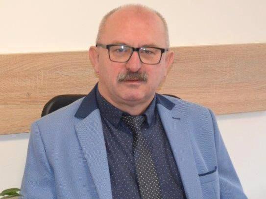 Na urzędzie wójta gminy Tuczępy od 2010 roku. Wygrał dwa razy z rzędu wybory bezpośrednie, startując z listy własnego komitetu. Teraz otrzymał oficjalnie