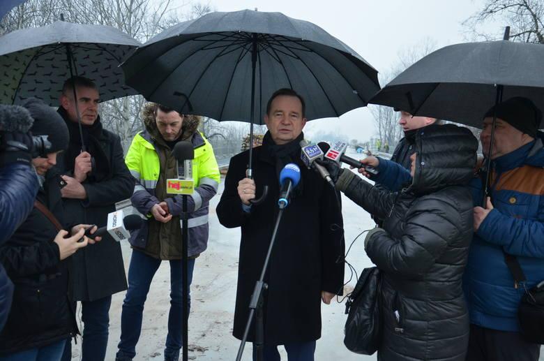 Kilka dni temu budowę nowego mostu odwiedził Władysław Ortyl, marszałek podkarpacki.