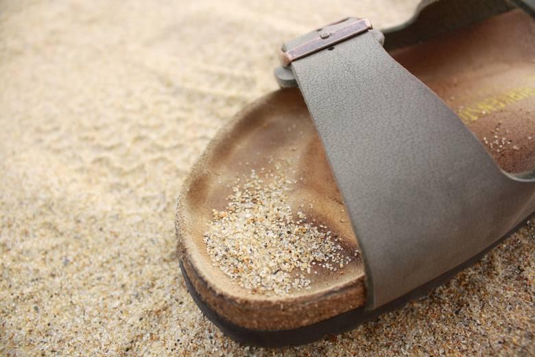 Wygodne obuwie do chodzenia po domu lub kapcie z nadrukiem
