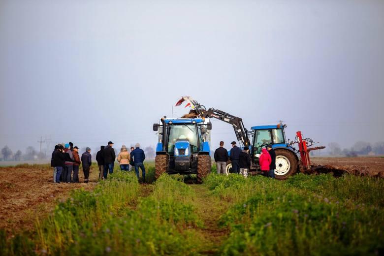 Uruchomiliśmy pokazy polowe dla rolników. Chcemy, by nasi przyszli klienci, mogli naocznie ocenić jakość wykonania naszych maszyn i samodzielnie je przetestować
