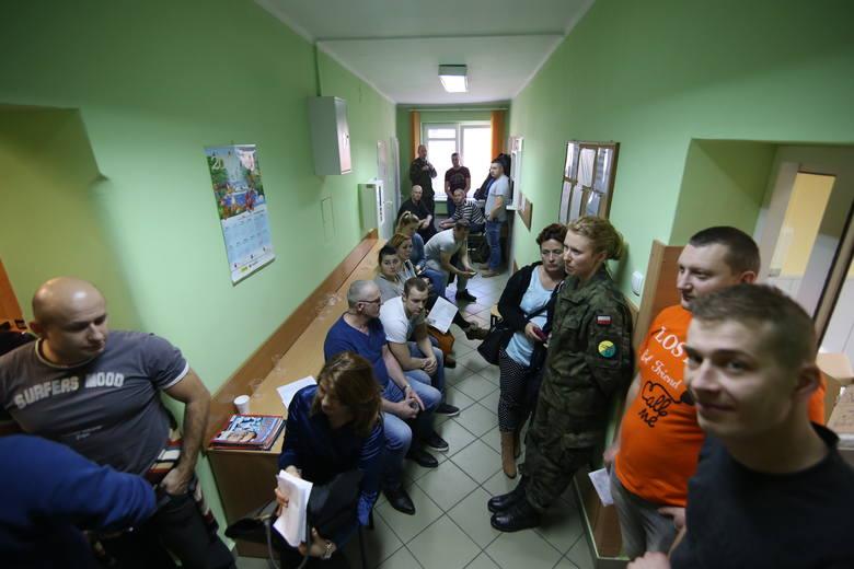 Mieszkańcy Bytomia oddają krew dla żołnierzy poszkodowanych w wypadku w Świętoszowicach
