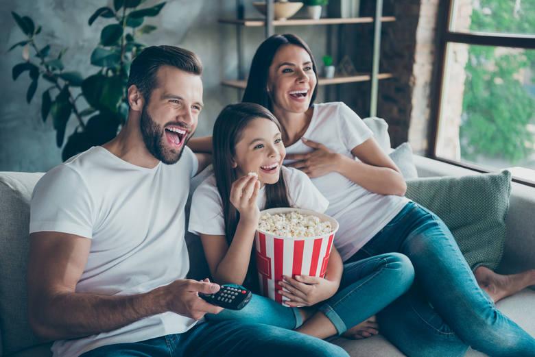 Jak zaoszczędzić na usługach internetu do domu w okresie świątecznym? Play podpowiada