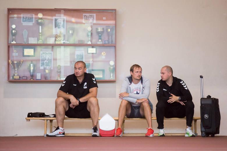 Koszykarze Czarnych Słupsk solidnie przygotowują się do nowego sezonu w I lidze. Brązowi medaliści z edycji 2018/2019 codziennie szlifują  formę na stadionie,