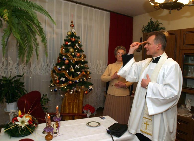 Kulminacyjnym punktem odwiedzin kapłana jest odczytanie w rodzinie fragmentu Pisma św. o narodzeniu Pana Jezusa oraz bogate w treści modlitwy o błogosławieństwo