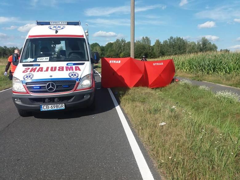 Do dramatycznego wypadku doszło w piątkowe popołudnie w miejscowości Chrośna, w gm. Solec Kujawski. W wyniku potrącenia  motocyklu przez osobowego nissana,
