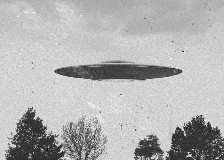 """10 """"dowodów"""" na istnienie UFO. Jak dało nam o sobie znać życie pozaziemskie? Wiele osób w to naprawdę wierzy"""