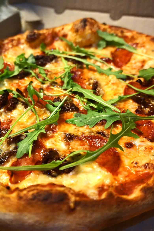 Pyszna szczecińska pizza w dogodnej cenie dostępna w dostawie!