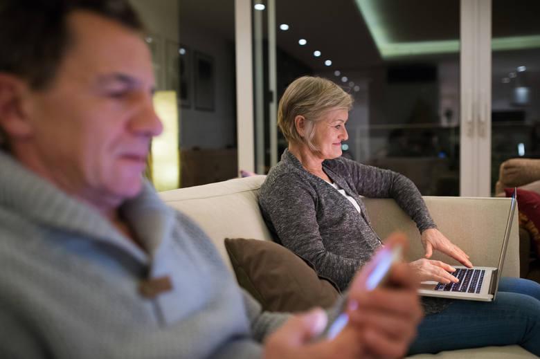 Ponad 60 proc. Polaków deklaruje, że informacji o produktach finansowych szuka w internecie.