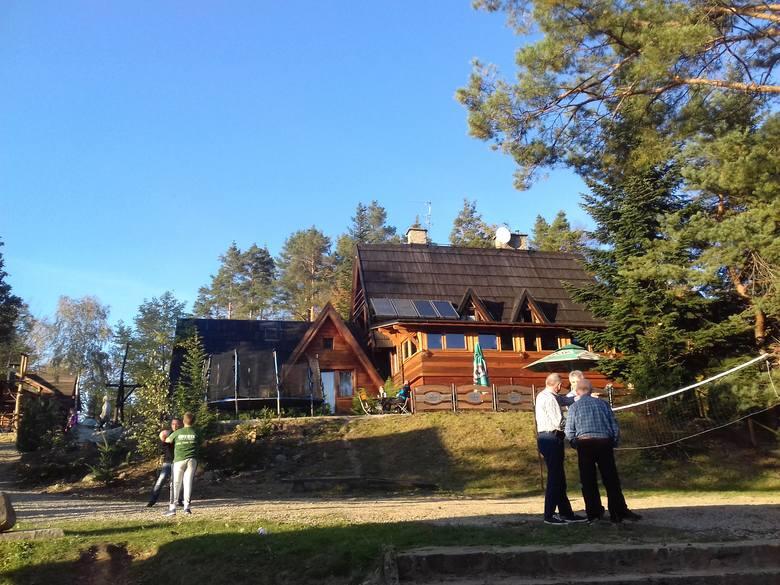 Bacówka Jamna – schronisko turystyczne, położone na wysokości 530 metrów na terenie wsi Jamna na Pogórzu Ciężkowickim. Roztaczają się stąd piękne widoki