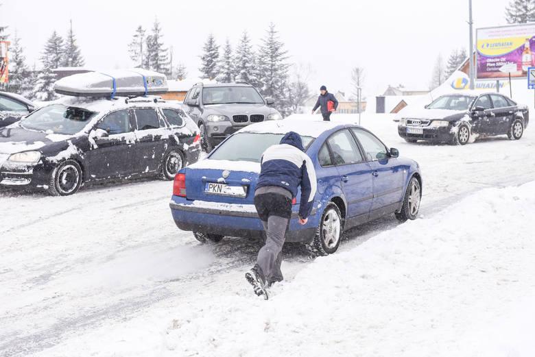 Zakopane. Górale chcą zakazu jazdy na letnich oponach w zimie