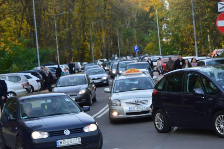 Darmowe autobusy, czyli jak dojechać na cmentarze w Skierniewicach