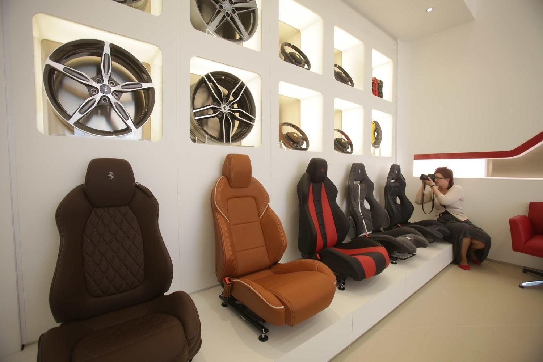 Salon ferrari katowice kup sobie kultowe auto za 1 2 for R b salon coimbatore