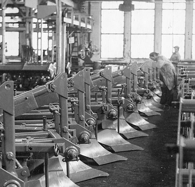 W latach 70. i 80. Grudziądz stał przemysłem. W fabrykach praca trwała na zmiany, rąk do pracy zawsze brakowało.