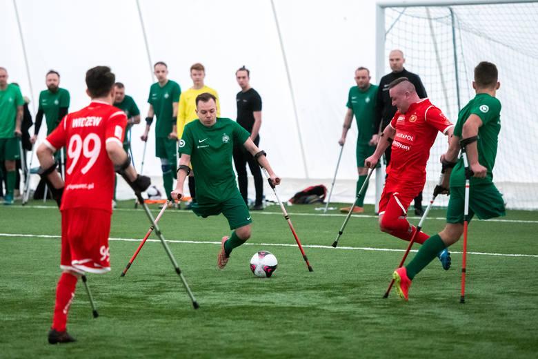 W niedzielę piłkarze Warty Poznań w amp futbolu rozegrali swój pierwszy historyczny mecz i wygrali 1:0 z Widzewem Łódź. Amp futbol to najlepszy dowód,