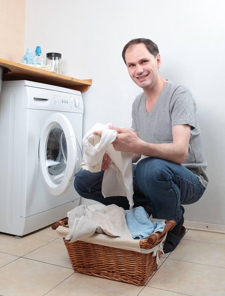 Mężczyzna w roli sprzątaczki? Jakie są zarobki w dużych miastach? Jak reagują klienci?