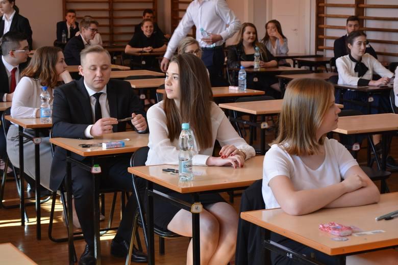 Okręgowa Komisja Egzaminacyjna podała wstępne wyniki matur.