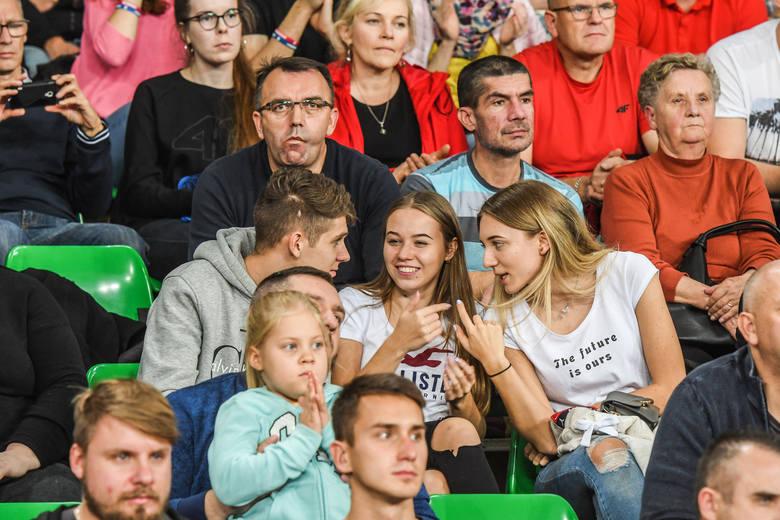 Rozpoczął się nowy sezon w Plus Lidze. BKS Visła Bydgoszcz przegrał z Jastrzębskim Węglem 0:3 (22:25, 17:25, 20:25). Kibice nie zawiedli. Na trybunach