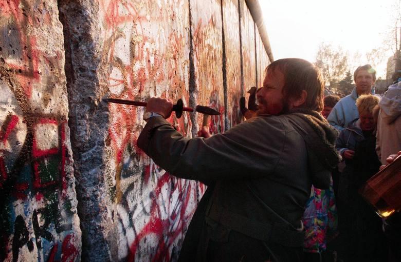 Dzień, w którym runął mur w Berlinie. Fakty, przyczyny i nowe odkrycia