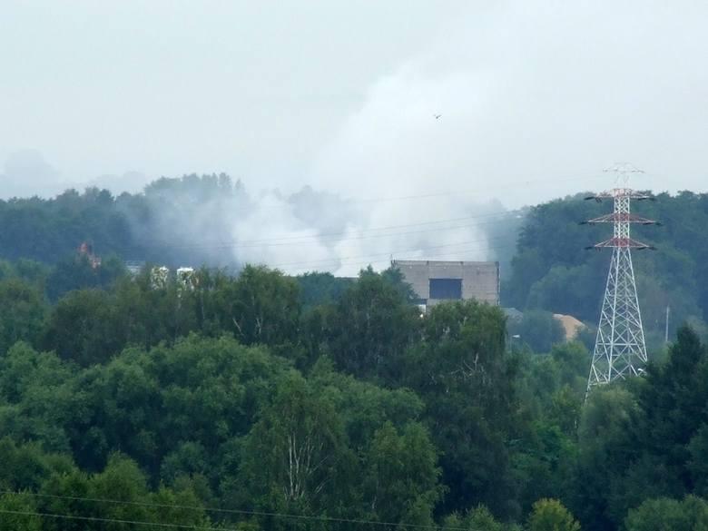 Ul. Produkcyjna: Pożar hałdy odpadów (zdjęcia, wideo)