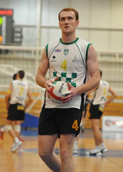 Łukasz Gwadera ma 21 lat. Przyjmujący/atakujący. Kawaler. Grał w juniorach Skry Bełchatów, a od trzech lat w Stelmecie AZS-ie UZ-ie. Studiuje wychowanie