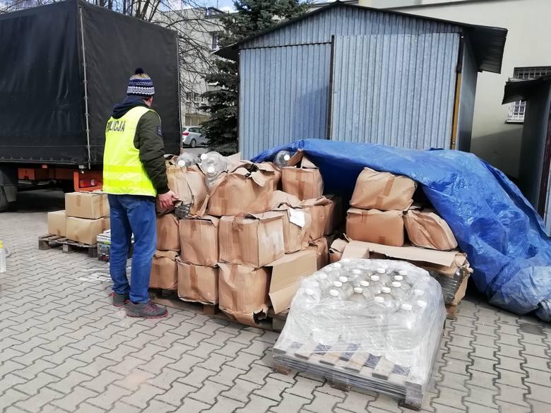 Zgierz: Policjanci przekazali prawie 4 tysiące litrów alkoholu szpitalowi [Zdjęcia]