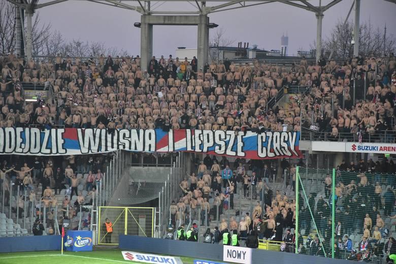 PKO Ekstraklasa. Pod jednym wzlędem 21. kolejka (pierwsza w tym roku) okazała się szczególna. Otóż na każdym z ośmiu meczów obecni byli kibice gości.