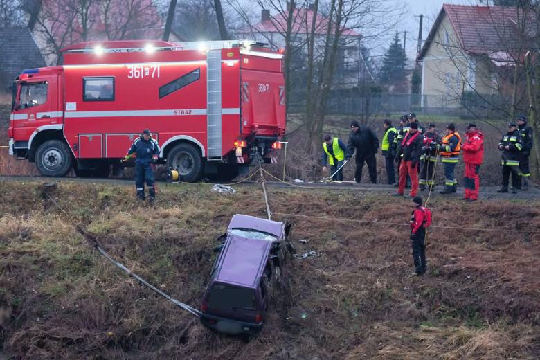 Wypadek mercedesa na ul. Krakowskiej w Rzeszowie. 20-latek miał zakaz jazdy autem. Wypił, pojechał, zginął kolega
