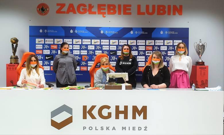 #ZLkontraWirus: Setki maseczek w barwach Zagłębia Lubin trafiają do potrzebujących. Produkcja trwa dalej