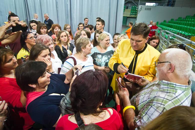 Koncert zespołu Bayer Full, który ma się odbyć na dożynkach w Robakowie wzbudził wiele emocji.