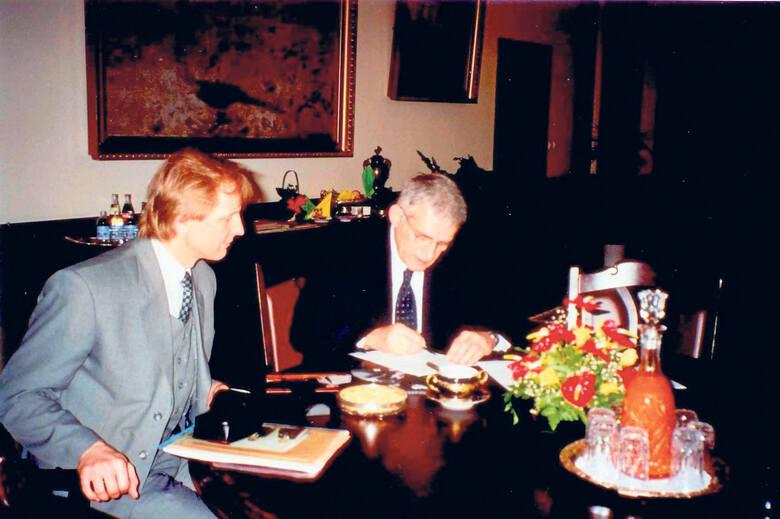 W gabinecie premiera Jerzego Buzka.