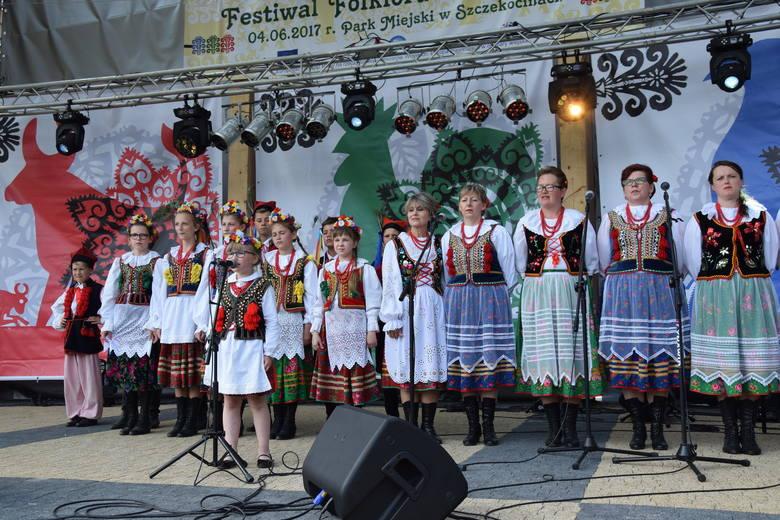 W niedzielę w Amfiteatrze w Szczekocinach odbył się Festiwal Folkloru i Rękodzieła w Szczekocinach. To jeden z punktów tegorocznych Dni Szczekocin. Wydarzenie