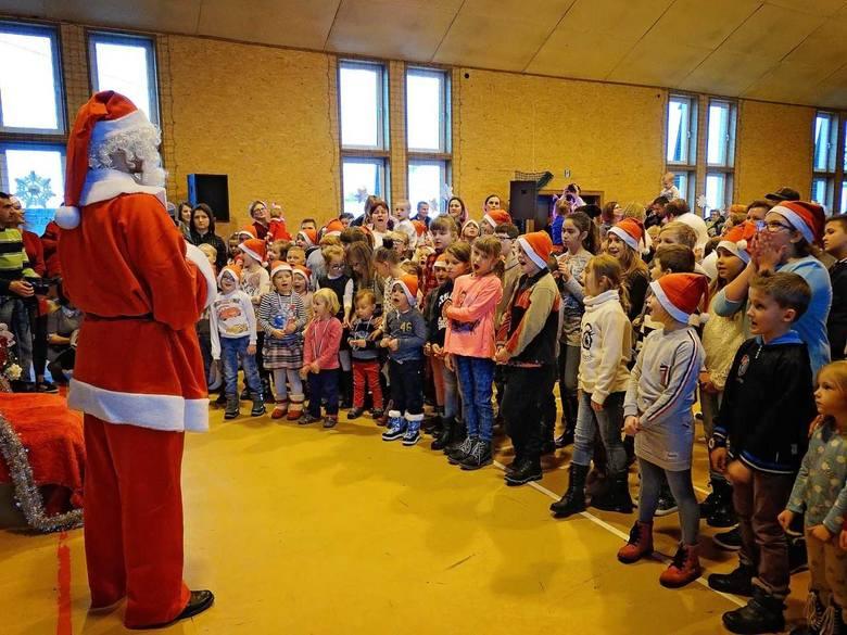 Wesoła zabawa, moc atrakcji i mnóstwo uśmiechów, czyli spotkanie z Mikołajem w Daleszycach