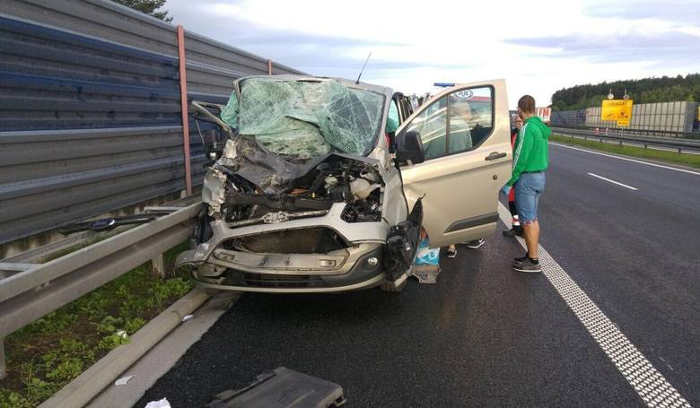 Do groźnego wypadku doszło na autostradzie w okolicach miejscowości Działowo na granicy powiatów chełmińskiego i wąbrzeskiego.