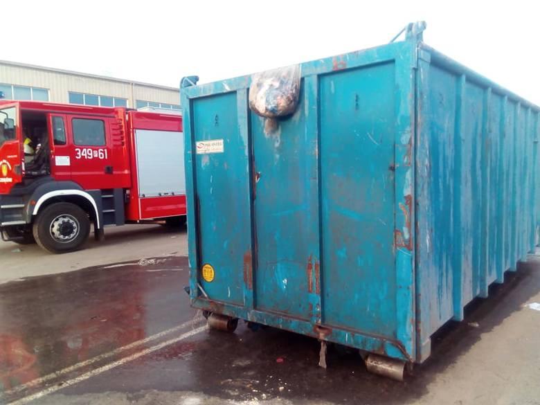 W Zakładzie Unieszkodliwiania Odpadów Komunalnych Orli Staw w miejscowości Nowe Prażuchy w gminie Ceków Kolonia zapalił się kontener na śmieci.