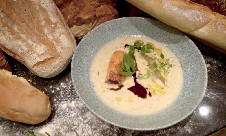 Smaki Pomorza. Odcinek 5: Spójrz na Człuchów z góry i zjedz zupę... z chleba. Przepis na zupę chlebową z pierogami i schabem suletto