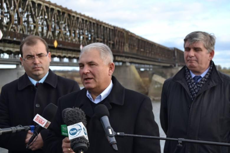 Tczew: Politycy PiS zorganizowali konferencję ws. obrony zabytkowego mostu [ZDJĘCIA]