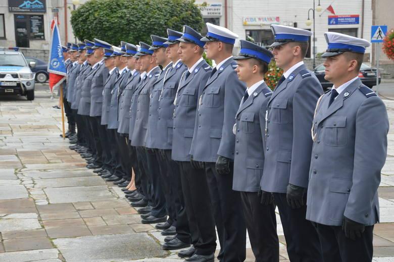 Proszowice. Policjanci świętowali swoje stulecie na Rynku
