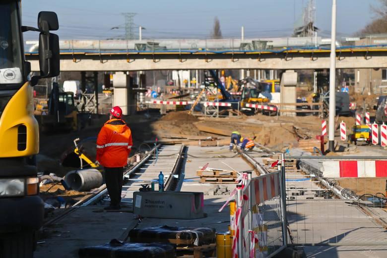 Remonty, budowa ścieżek rowerowych, rozbudowa ulic. To główne inwestycje, jakie planuje zrobić w roku 2021 miejska spółka Wrocławskie InwestycjeZobacz