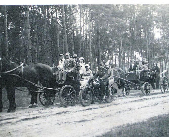 Pierwsze autobusy komunikacji międzymiastowej kursujące w Toruniu i okolicy nie zawsze były w najlepszym stanie technicznym...