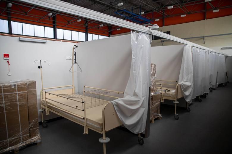 Opłata ryczałtowa za dobową dostępność jednego łóżka w szpitalu tymczasowym wynosi - 822,42 zł.