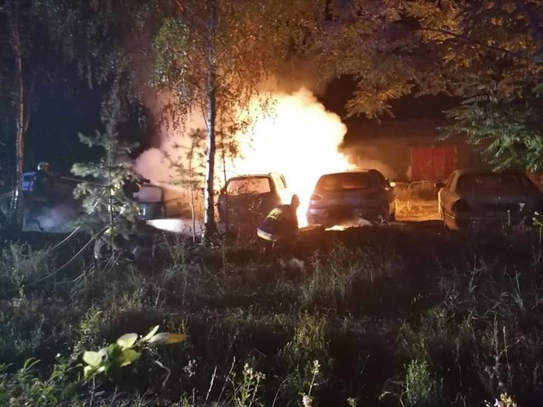 Do pożaru doszło w nocy z niedzieli na poniedziałek, 5 sierpnia, w Łupowie koło Gorzowa. Spłonęły trzy samochody. Na miejsce pożaru wyjechała jednostka