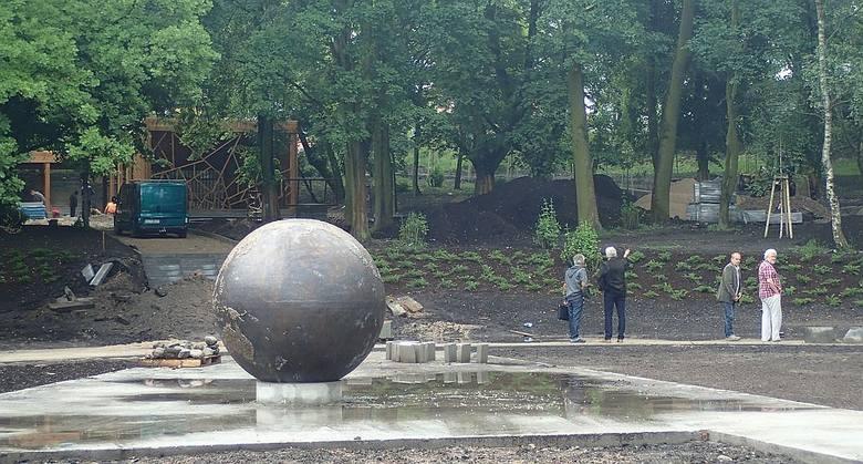 Dwumetrowy globus już jest ustawiony