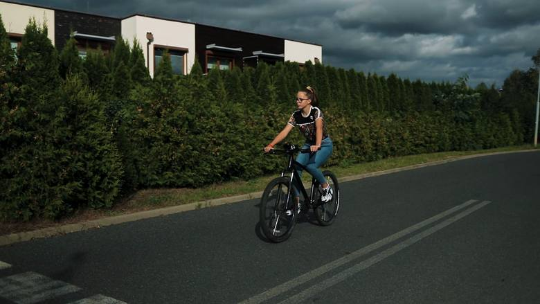 Jakie przepisy obowiązują na rowerze? Kiedy rowerzysta ma pierwszeństwo? Zobacz! [WIDEO]