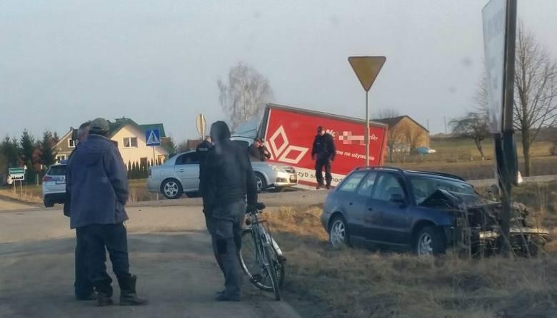 Barszczewo. Pijany kierowca audi uderzył w busa (zdjęcia)