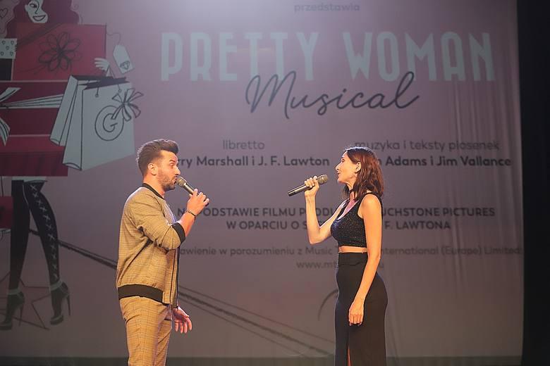 """Dwie piękne Vivian i trzech przystojnych Edwardów, w Łodzi zakończyły się castingi do musicalu """"Pretty Woman"""" w Teatrze Muzycznym"""